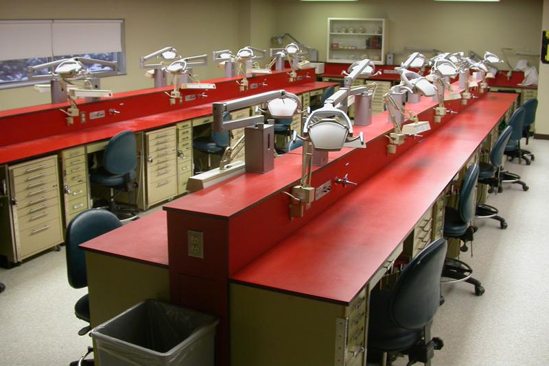Le laboratoire de première et de deuxième année