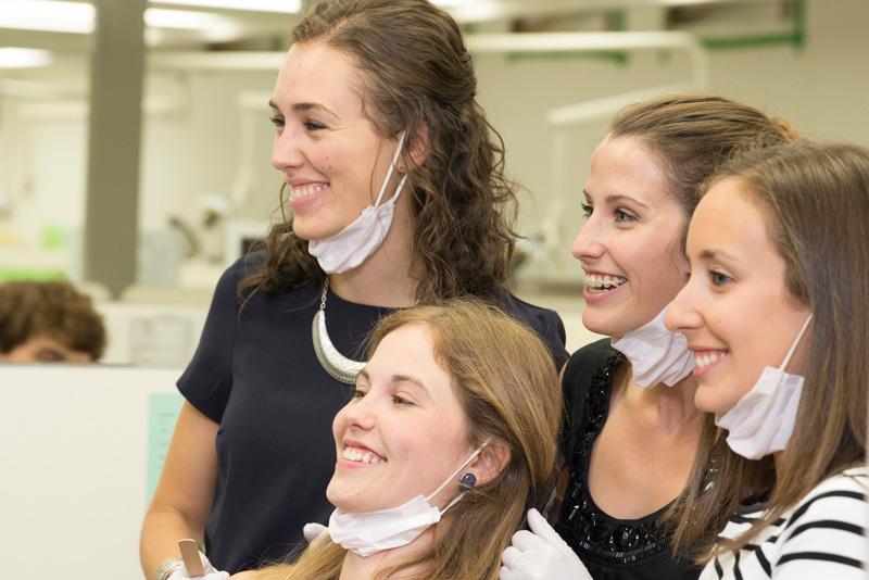 étudiantes à la clinique