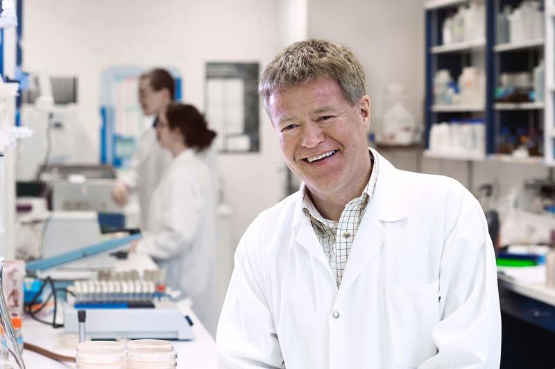 le professeur Sylvain Moineau dans son labo du GREB