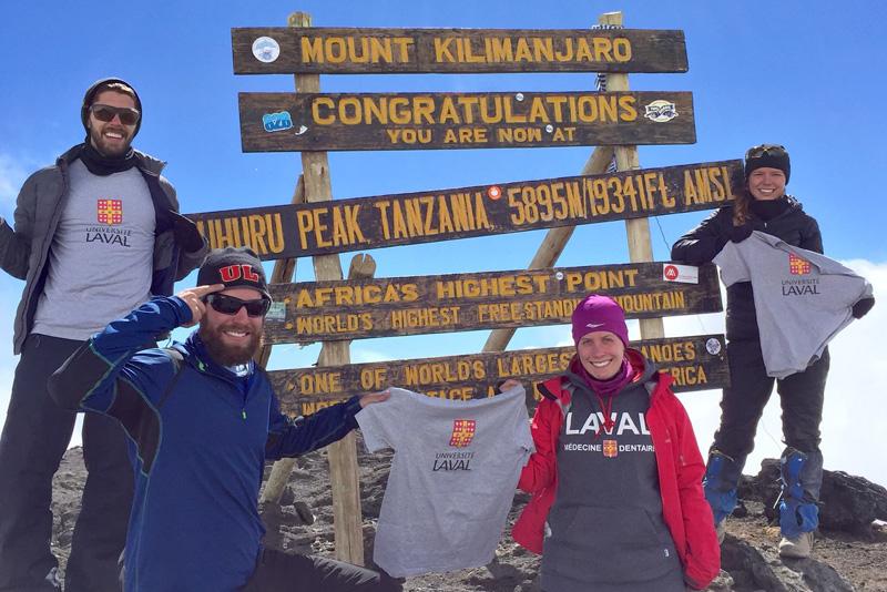 étudiants au sommet du kilimandjaro