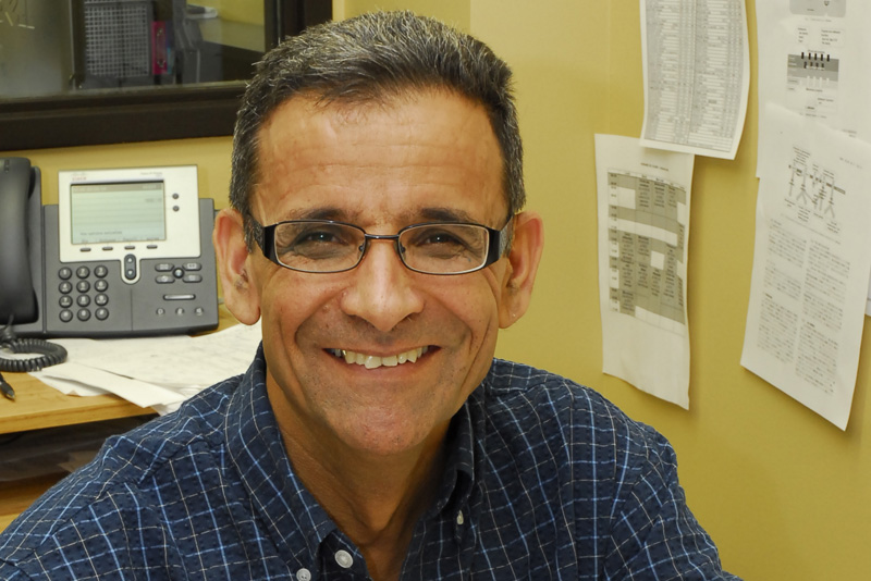 Le docteur Mahmoud Rouabhia