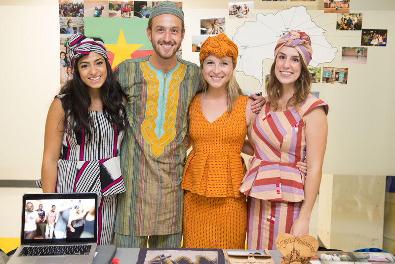 étudiants habillés aux couleurs africaines
