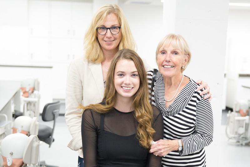 étudiante avec mère et grand-mère